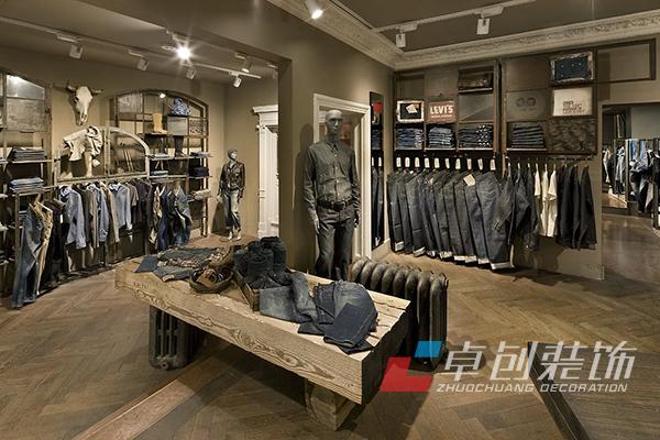 在服装店的装修中,要注意整体布局,服装店设计既不是宾馆,也不