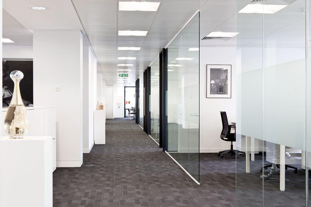 服务项目 办公室装修设计    客户给的要求是希望整体办公空间犹如一