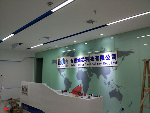1300平办公室装修背景墙改造