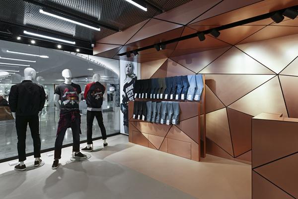 男装店铺如何装修设计比较吸引客人