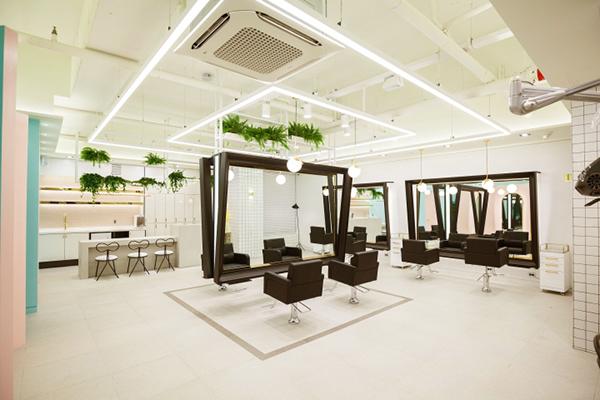 美发店装修什么样的灯光能让顾客体验感更加愉悦?
