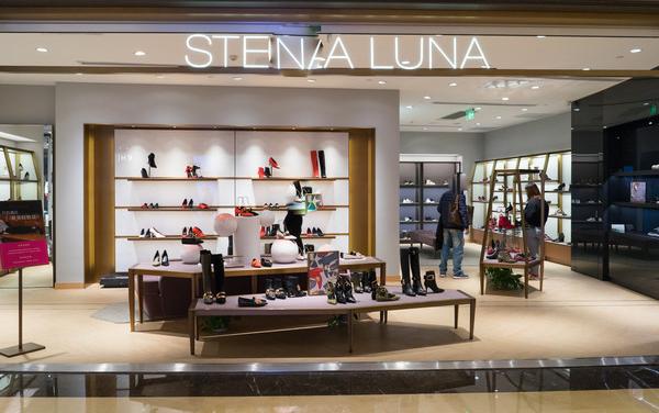 合肥鞋店装修设计需要一个能与顾客的空间