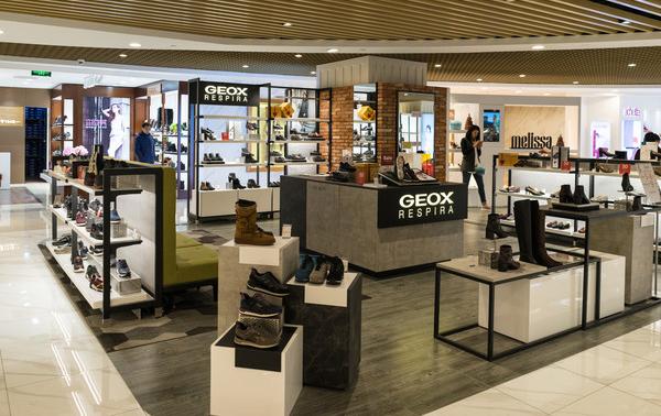 合肥市哪里有专业给鞋店店铺装修的呀!